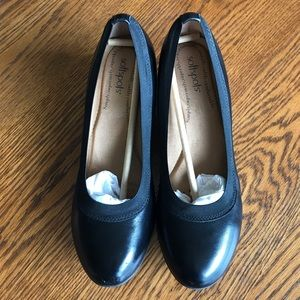 Women's Black Softspots Wedge Leather Shoes 9.5